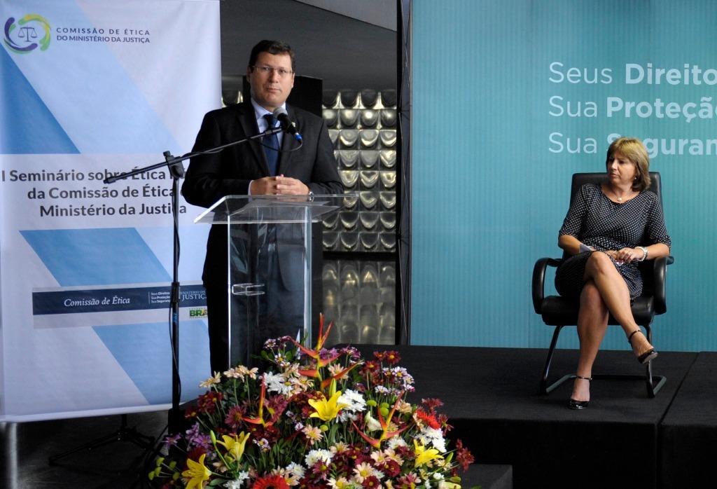 Dr. Mauro Menezes.jpg