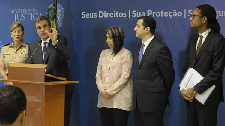 Cardozo fala sobre FIFA, haitianos e contrabando nas fronteiras