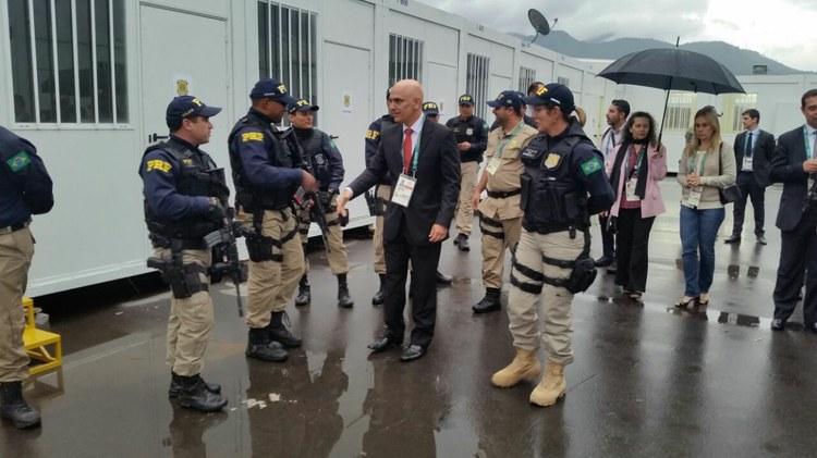 Ministro da Justiça checa condições de trabalho da base de apoio da PRF