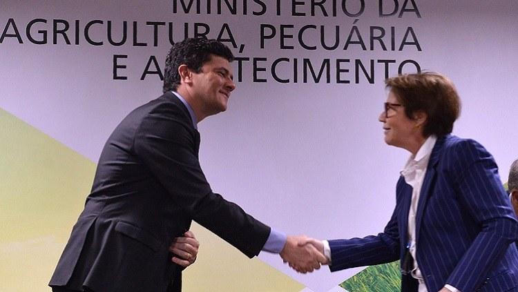 Ministros Sergio Moro e Tereza Cristina assinam acordo para proteger produtor rural
