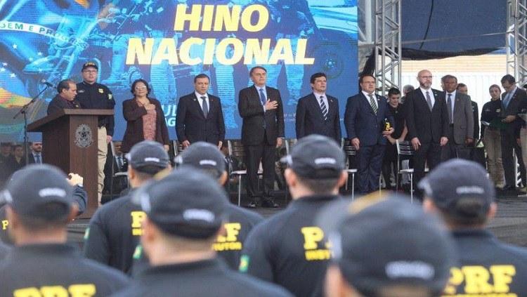 Ao lado de Moro, Bolsonaro sanciona projeto que facilita a venda de bens de traficantes