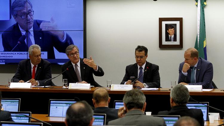 Torquato explica parceria para combate ao crime no Rio